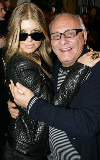 Fergie tycker om designern Max Azria.