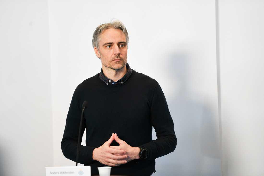 Anders Wallensten, biträdande statsepidemiolog, ger inget besked om även butiker framöver kan tvingas stänga. Arkivbild.