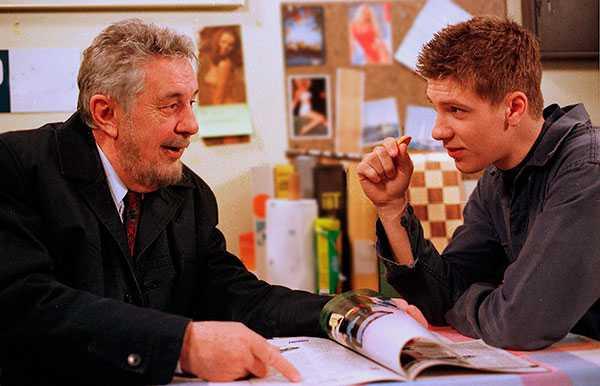 """Bert-Åke Varg spelade maskinisten """"Gustav"""" i """"Rederiet"""". Här tillsammans med Linus Wahlgren som spelade """"FN"""", 1997."""