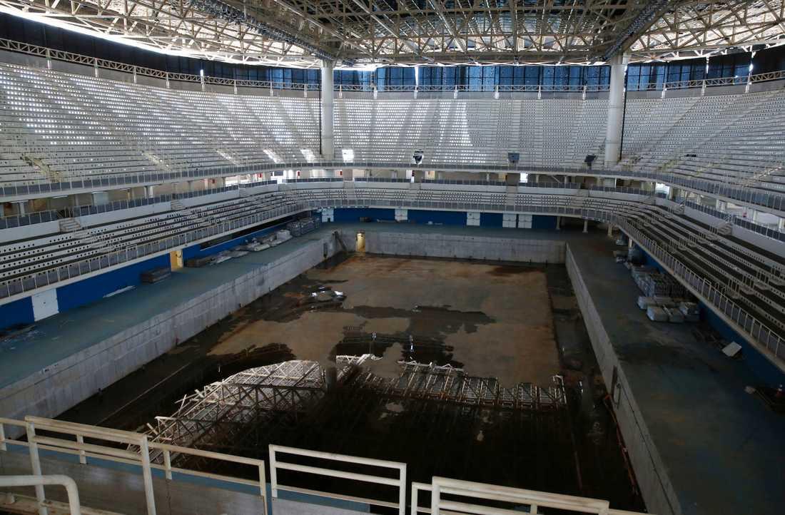 Inifrån Olympic Aquatics Stadium.