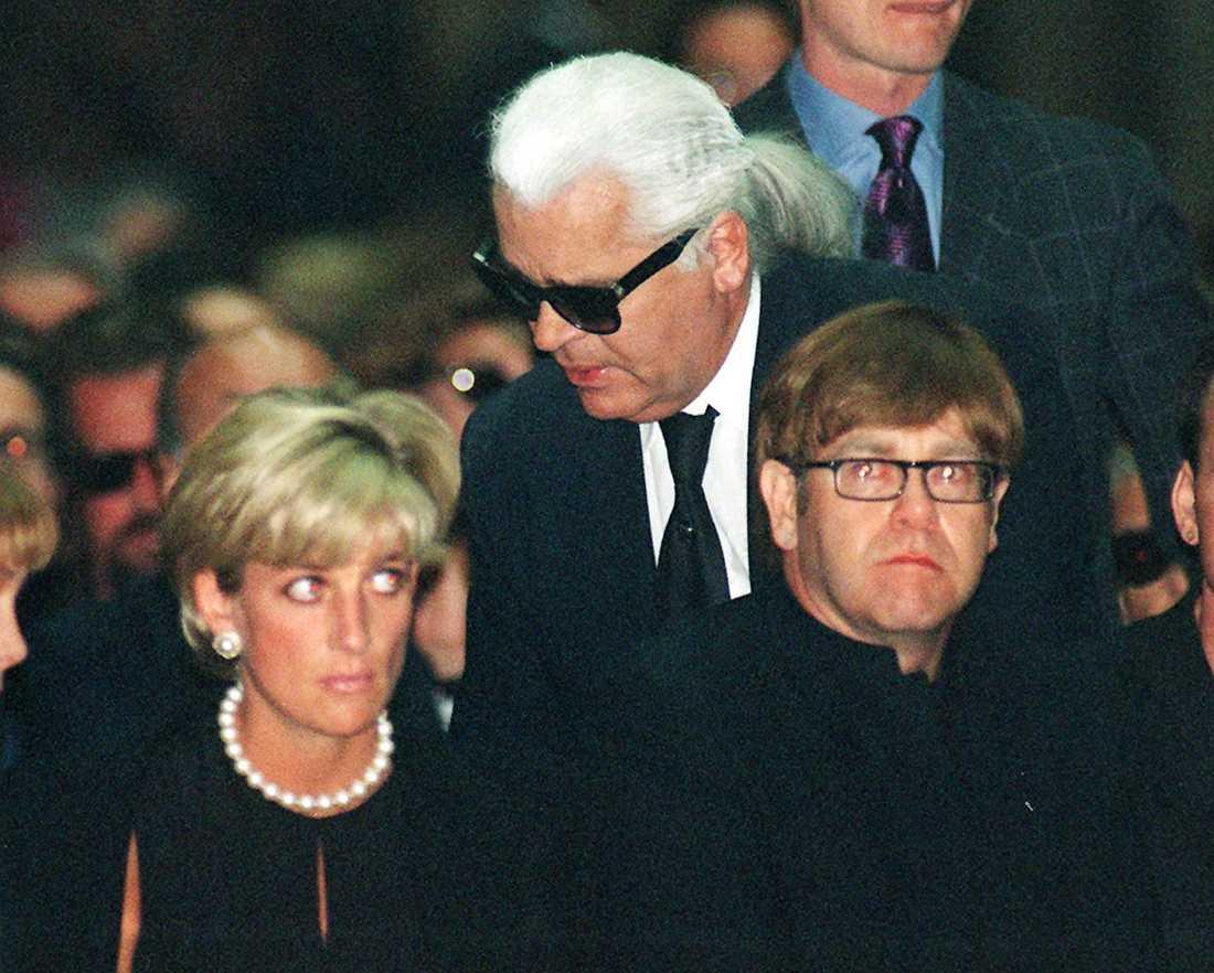 Prinsessan Diana, Karl Lagerfeld och Elton John i den 22 juli 1997.