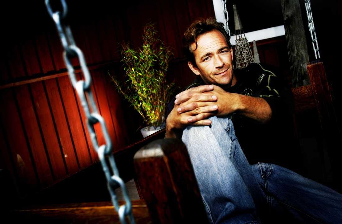"""Luke Perry besökte Sverige och Trosa för att spela in """"Midsommarfesten"""" 2008."""