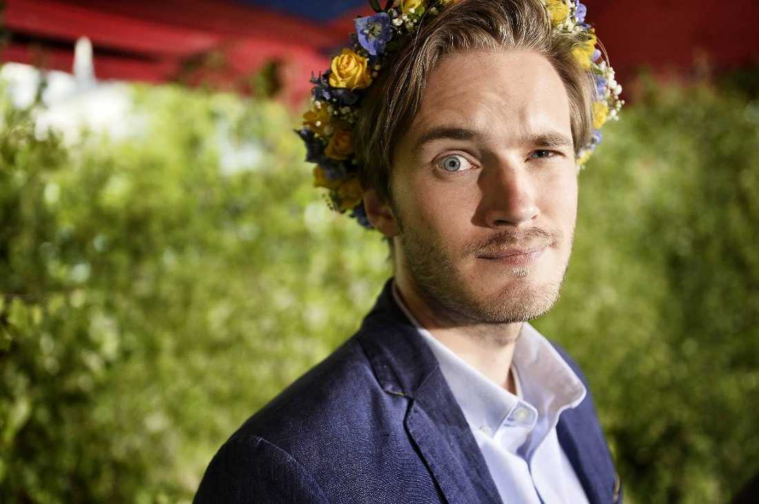 """Älskad och hatad. Felix """"Pewdiepie"""" Kjellgren, 24, fick en hatstorm mot sig när han blev känd på videokanalen Youtube. Men trots många elaka kommentarer och mordhot är han i dag kung på nätet - nära 30 miljoner följer honom när han spelar datorspel och gör lustiga kommentarer."""