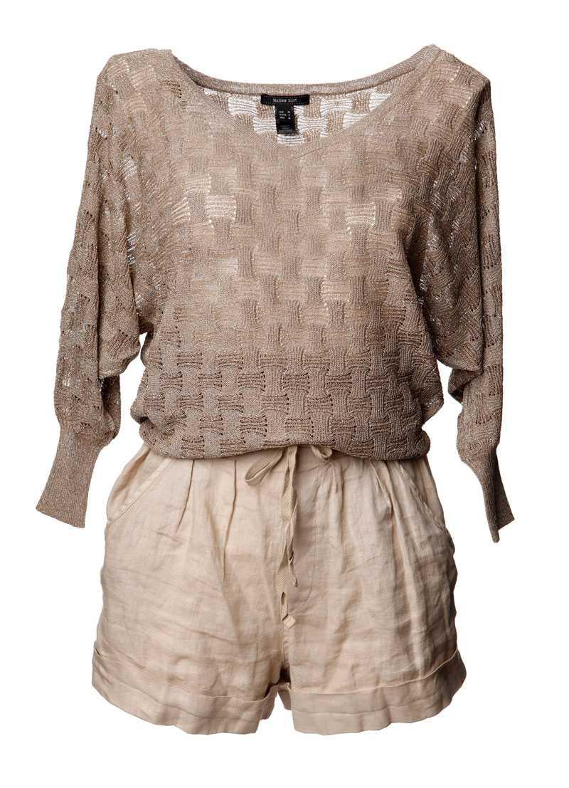 Tröja, 599 kronor, Mango. Shorts, 249 kronor, Zara.