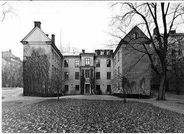 Kurhuset låg på Hantvekargatan 13 och var försett med galler för fönstren och ett stort plank runt om. Huset revs på 1940-talet. Här tvångsvårdades sjuka kvinnor.