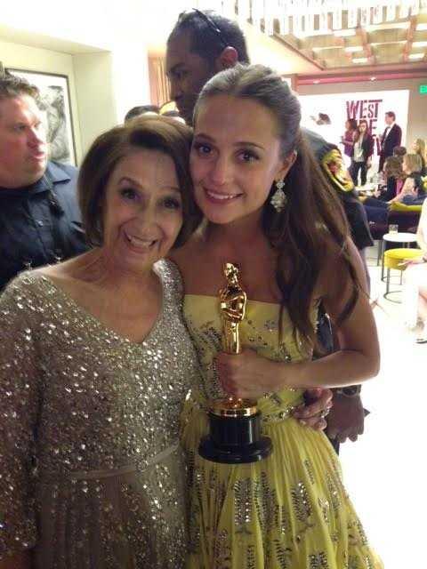 Alicia Vikander och hennes mamma Maria Fahl firade vinsten tillsammans.