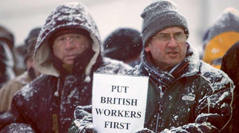 STREJK Motståndet mot utländska arbetare ökar. Nyligen utbröt en strejk vid oljeraffinadieriet i Lindsey.