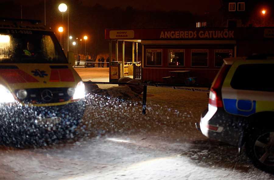 Ambulans och polis kallades till Angereds centrum då Alex Kaplan dödades 2013.