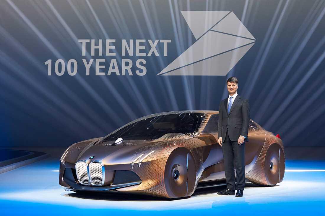 BMW-chefen Harald Krüger med konceptet Vision Next 100
