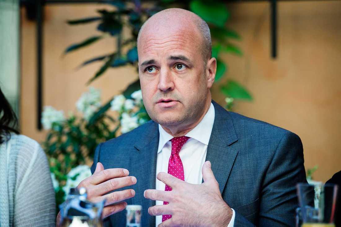 """""""EN MISSIL MÖTS MED FLERA ANDRA MISSILER"""" Statsminister Fredrik Reinfeldt uttalar sig slutligen om situationen i Gaza: """"Ska vi lösa detta långsiktigt och inte bara ha ett vapenstillestånd på några timmar, då måste vissa komponenter komma på plats"""", säger han."""
