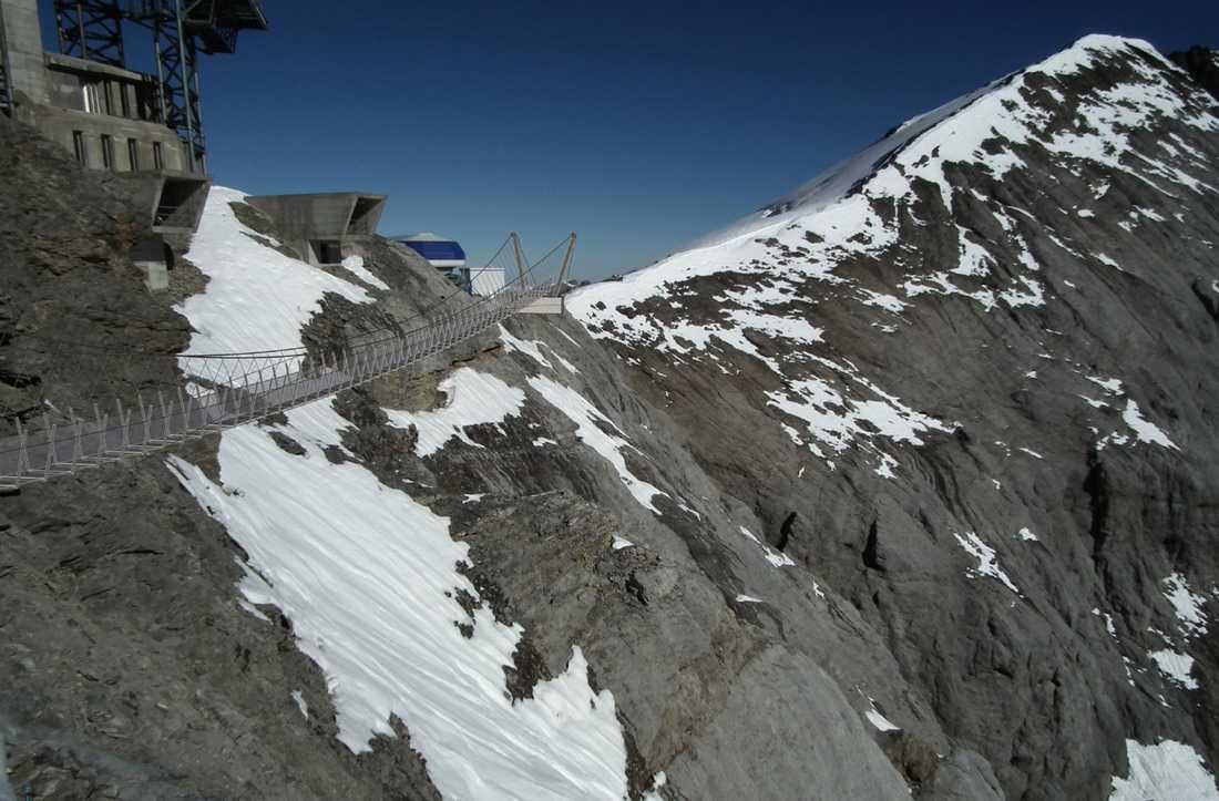 Titlis Cliff Walk är 98 meter lång men bara 91 centimeter bred.