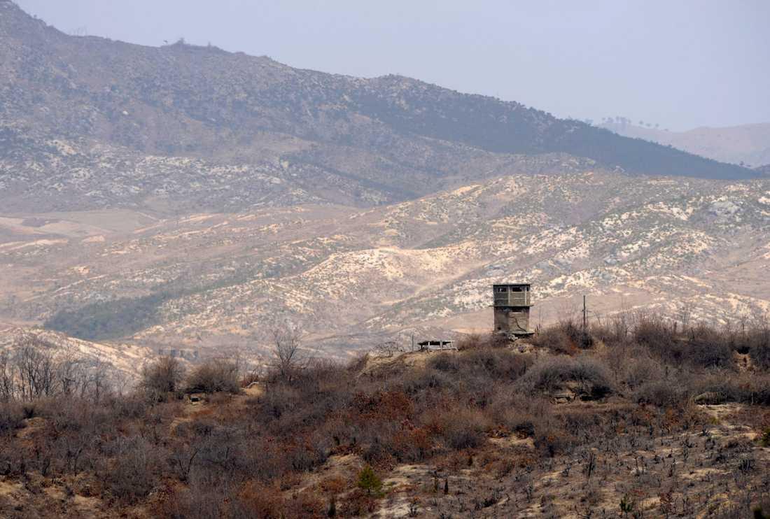 Ett nordkoreanskt utkikstorn vid gränsen.