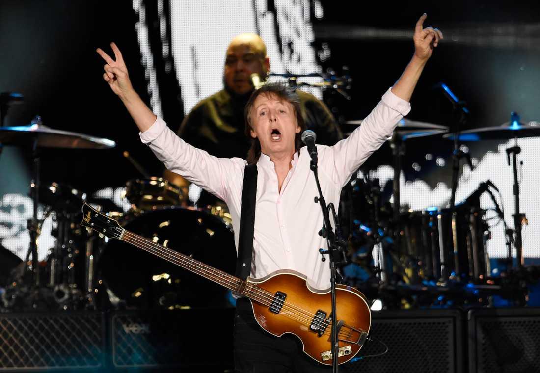 Paul McCartney under en solokonsert.
