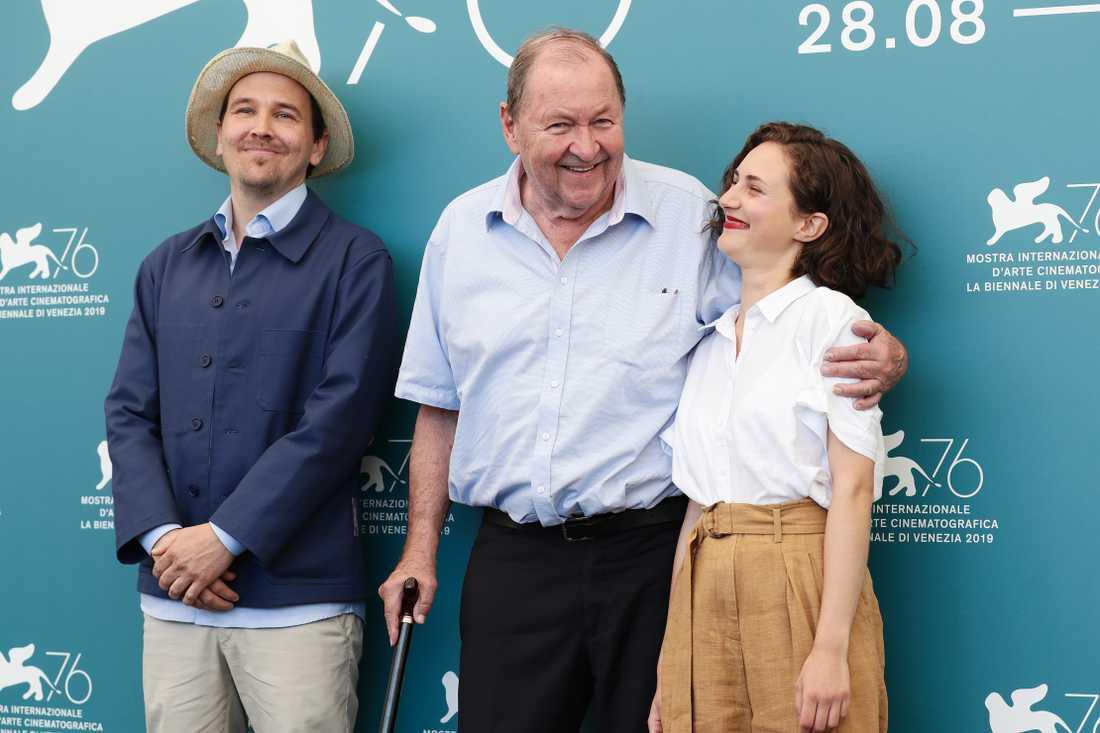Roy Andersson med skådespelarna Anders Hellström och Tatiana Delaunay på filmfestivalen i Venedig.