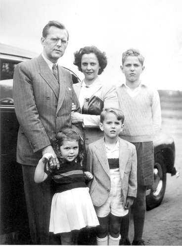 Familjen: Pappa Walther och mamma Alice Sommerlath tillsammans med barnen Silvia, Walther och Jörg.