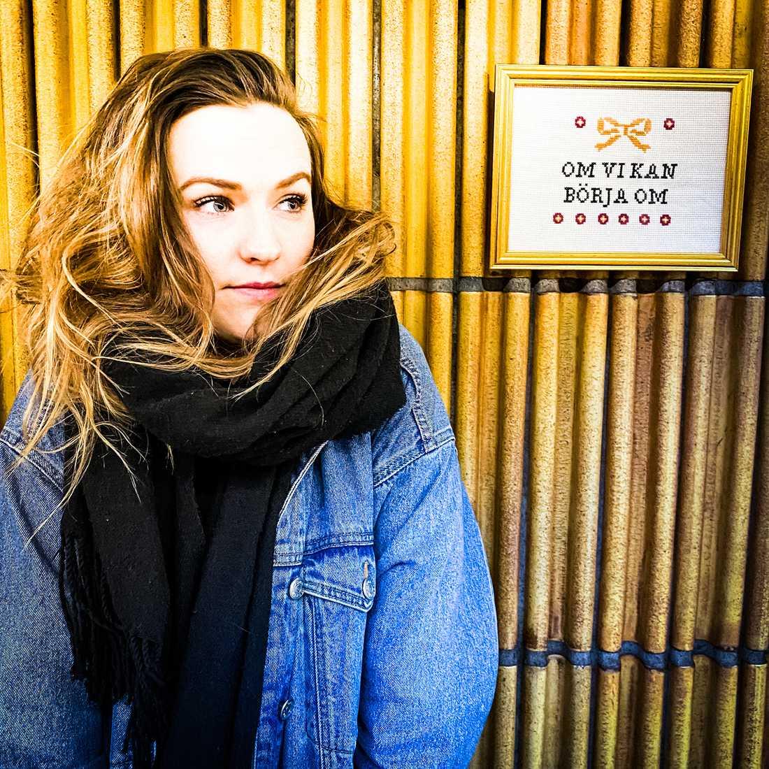 Maja Bäckmans debutsingel släpptes under tisdagen.