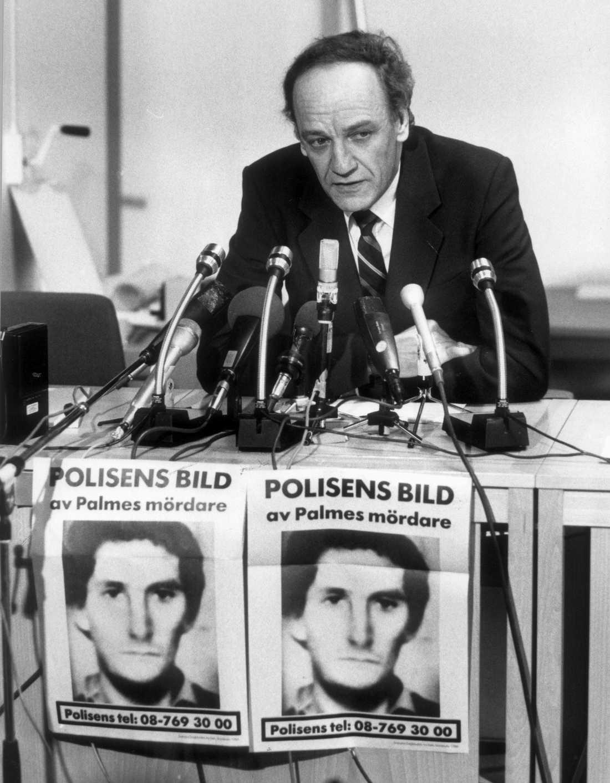 Länspolismästare tillika spaningsledare Hans Holmér under presskonferensen där fantombilden föreställande Olof Palmes misstänkte mördare presenterades. Bild från den 6 mars 1986.