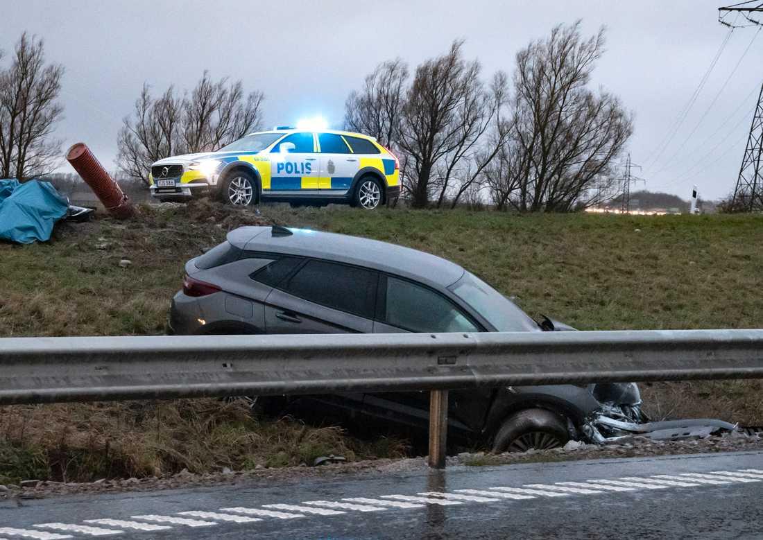 Förra året omkom enligt Trafikverket 223 personer på Sveriges vägar jämfört med 324 under 2018. Enligt myndigheten tyder fjolårets siffror på att uthållighet, rätt insatser och ny teknik kan rädda liv. Arkivbild.