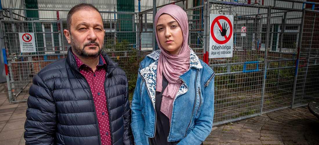 Genom hemförsäkringen fick Aladin och hans fru, 16-årige son och 19-åriga dotter tillfälligt checka in på ett hotellrum.