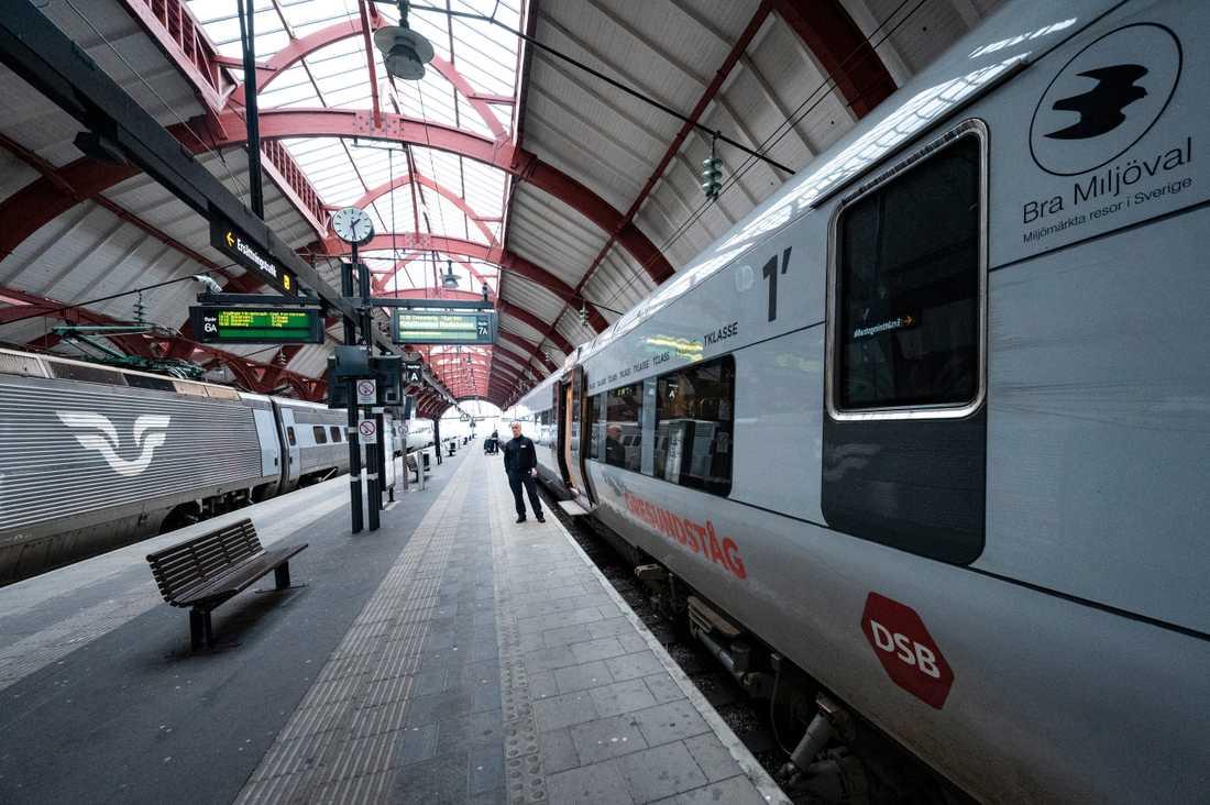 Parkerade tåg väntar på de få passagerarna som skall med från Malmö C övre på onsdagseftermiddagen. Allt färre resenärer gör att flera tågavgångar nu ställs in.