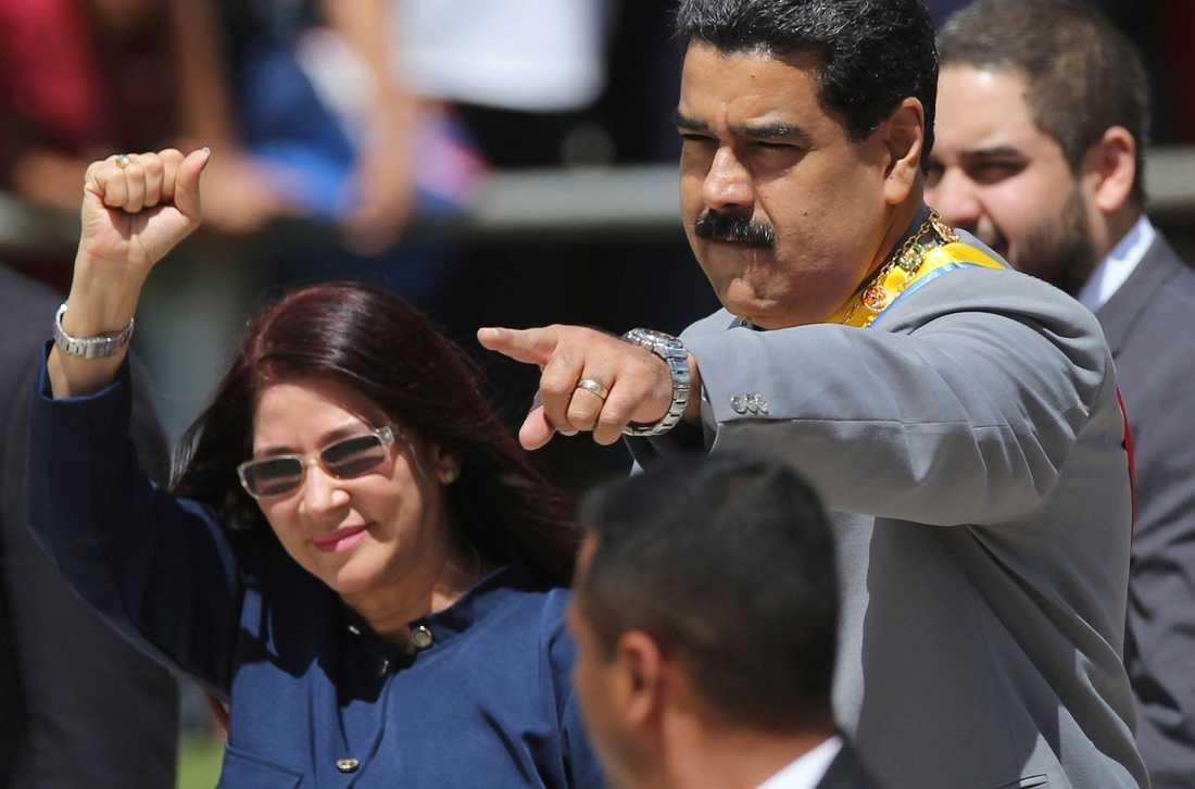 Presidentens son och fru har valts in i den församling som ska kunna ändra Venezuelas grundlag.