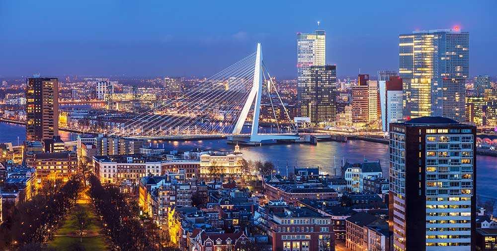 I Rotterdam får du inte missa den nedlagda tåghangaren Station Hofplein där man numera har trendiga designbutiker och restauranger.