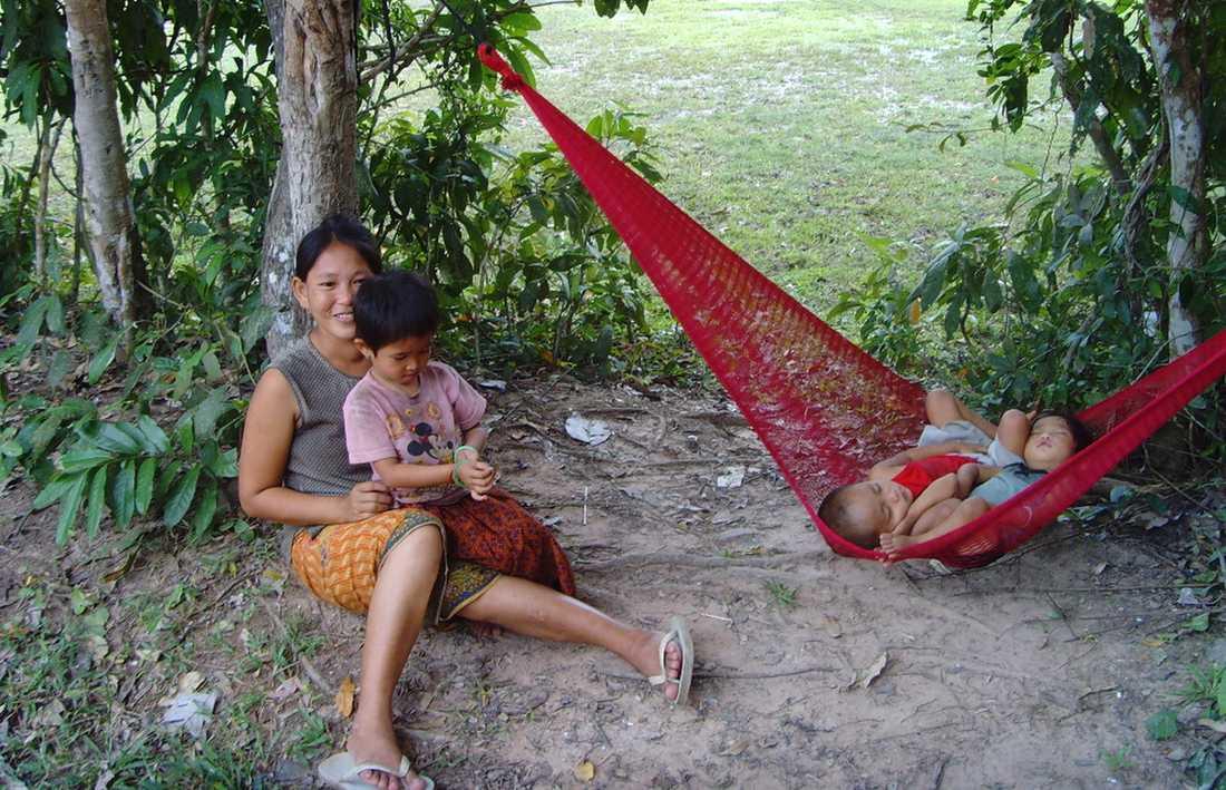 En kambodjansk familj tar en paus.