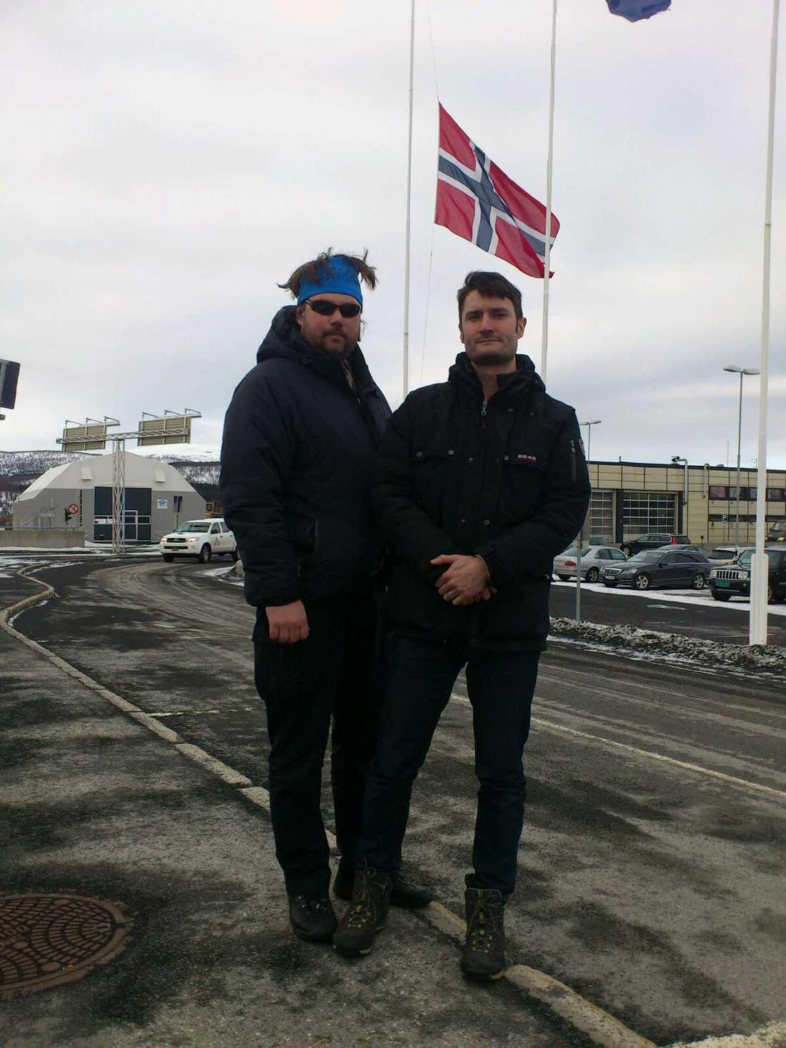 Aftonbladets fotograf Patrick Trägårdh och reporter Andres Munck i Evenes, Norge.