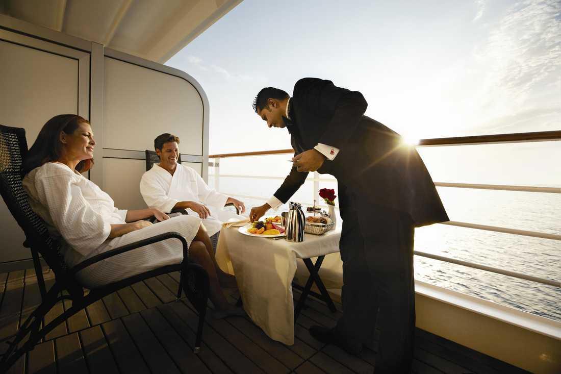 Låt butlern servera frukost eller ett glas champange på den egna balkongen –eller varför inte bjuda in till cocktailparty i hytten?