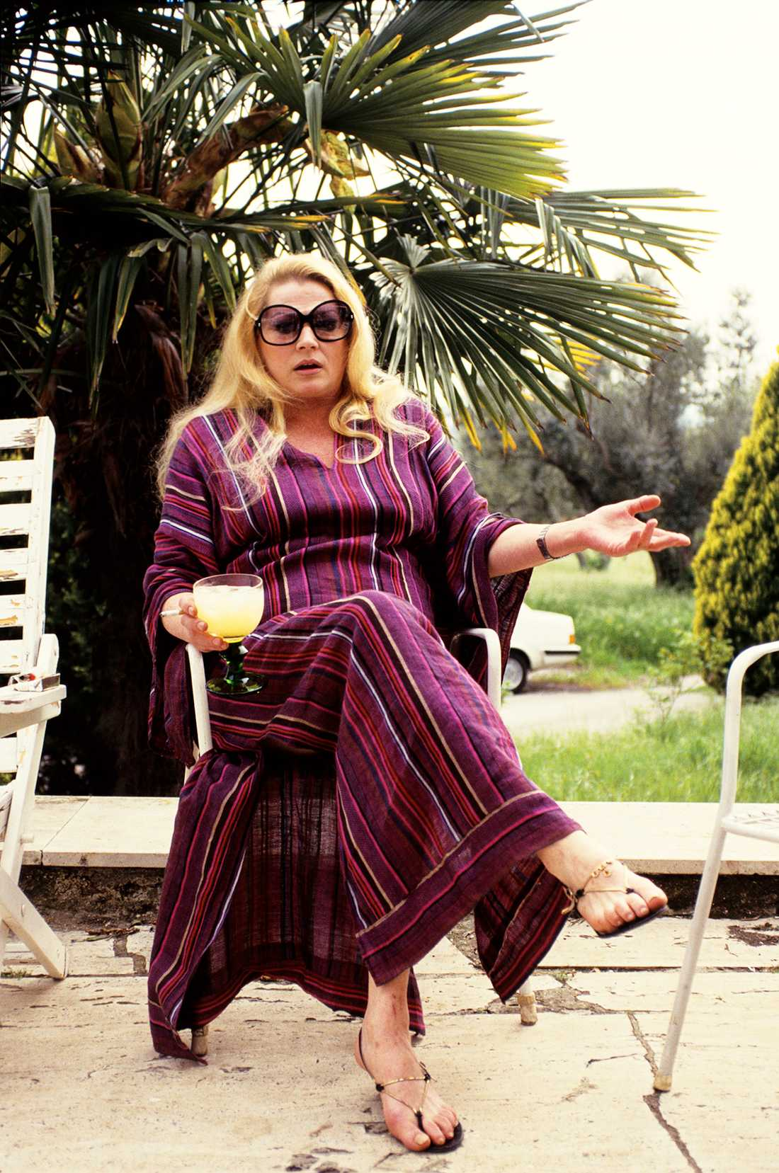Anita Ekberg tar emot Aftonbladet i sin villa i Italien sommaren 1987.