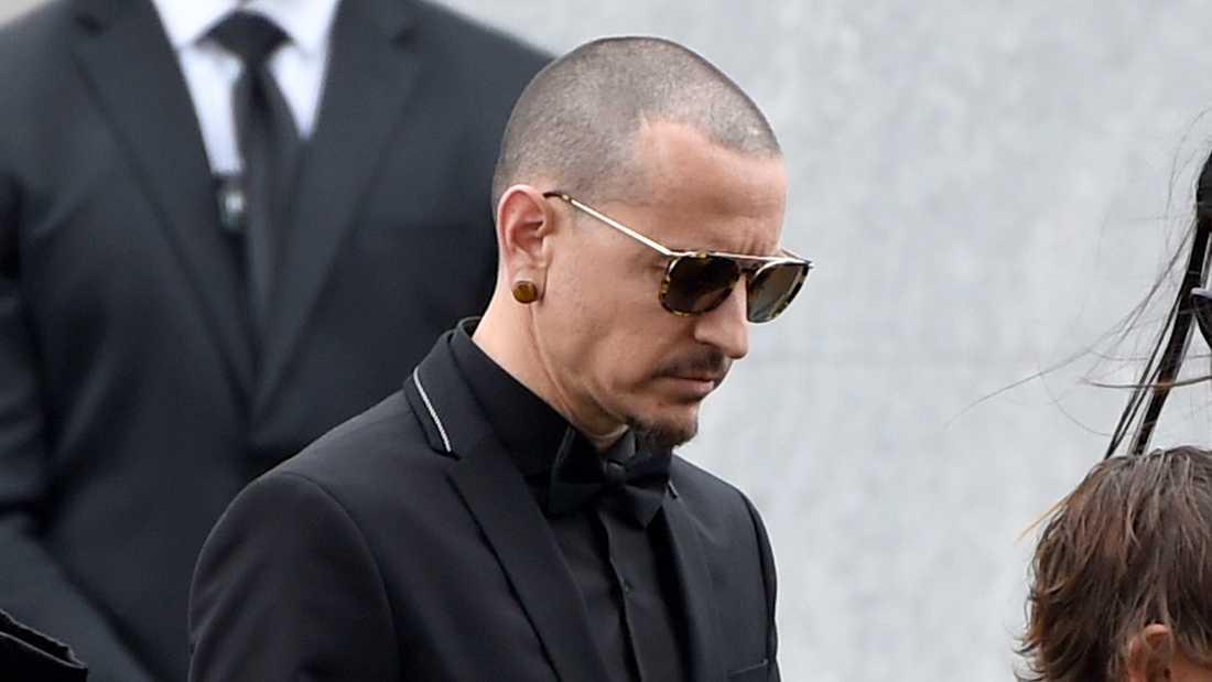 Chester Bennington på Chris Cornells begravning