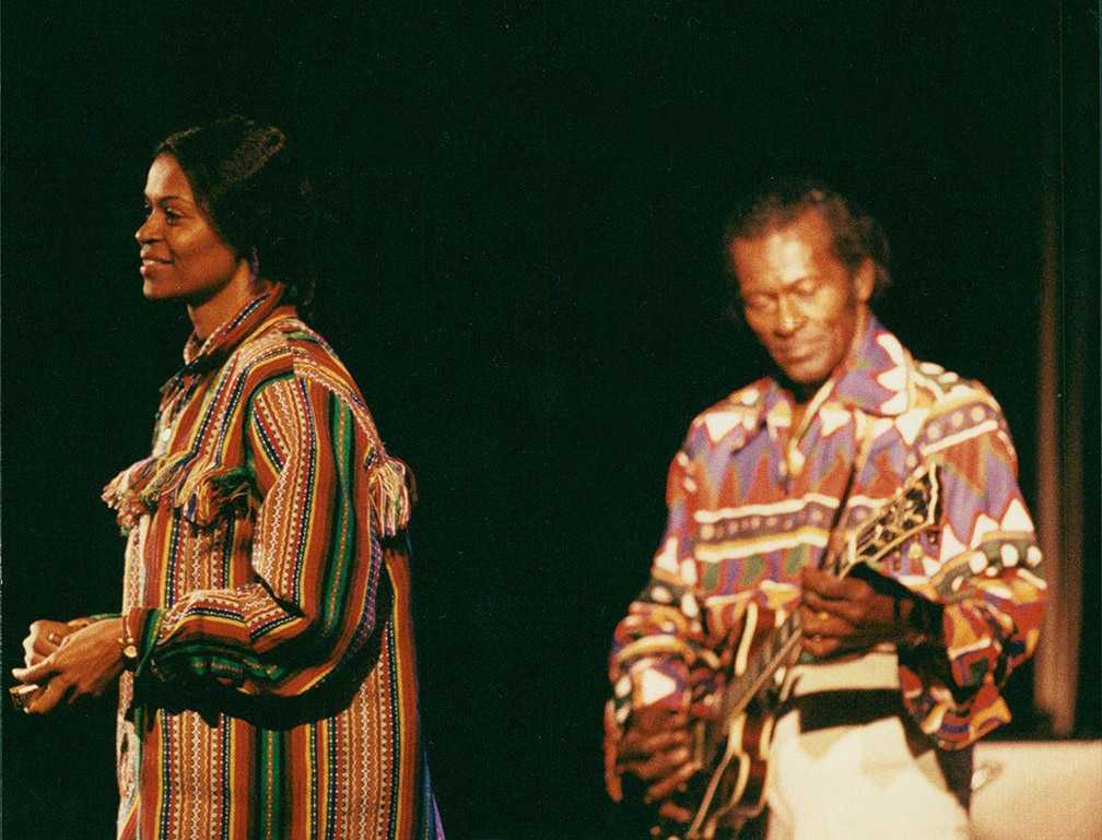 Chuck Berry med dottern Darlin Ingrid Berry-Clay, under en konsert i Orsa.