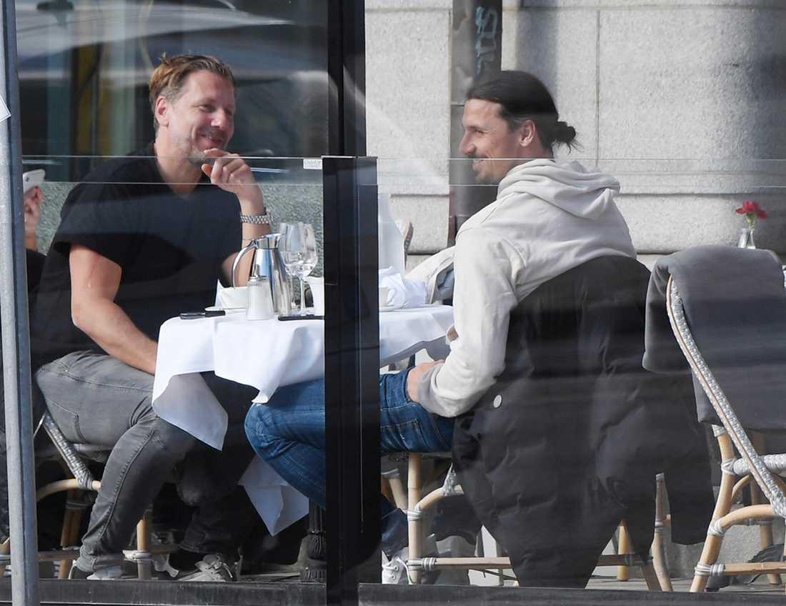 Zlatan och Jesper Jansson på en lunch i Stockholm under våren