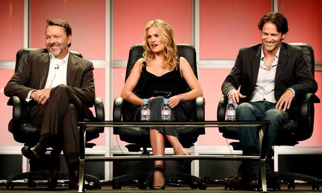 """Alan Ball, Anna Paquin och Stephen Meyers vid ett samtal om originalserien """"True blood"""". Arkivbild."""