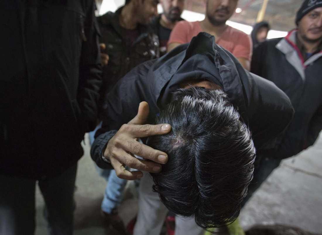 Migrant uppger att han misshandlats av kroatisk polis.
