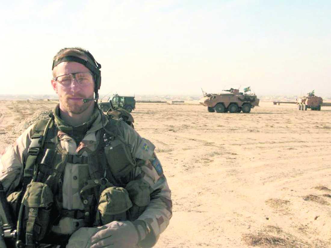 ville göra en insats Johan Palmlöv fotograferad när han var ute på uppdrag i Afghanistan. Palmlöv ingick i den 500 man starka truppen FS18 som kom till Afghanistan i november förra året. Palmlöv och hans kamrat Gunnar Andersson stupade när de överfölls i byn Gor Tepa. Foto: PRIVAT