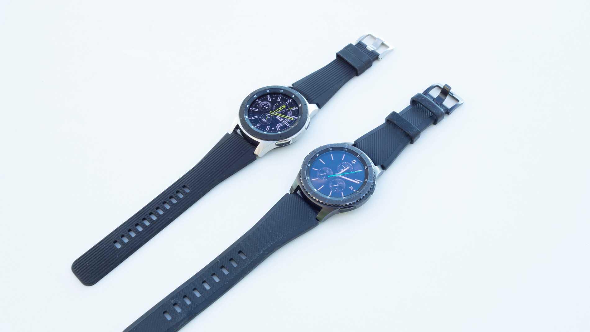 Galaxy Watch till vänster, Gear S3 Frontier till höger.