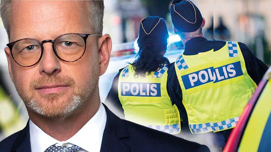 Målet är 10000 fler polisanställda jämfört med 2016. Vi är nu halvvägs och Sverige har i år fler poliser än någonsin tidigare, skriver Mikael Damberg.