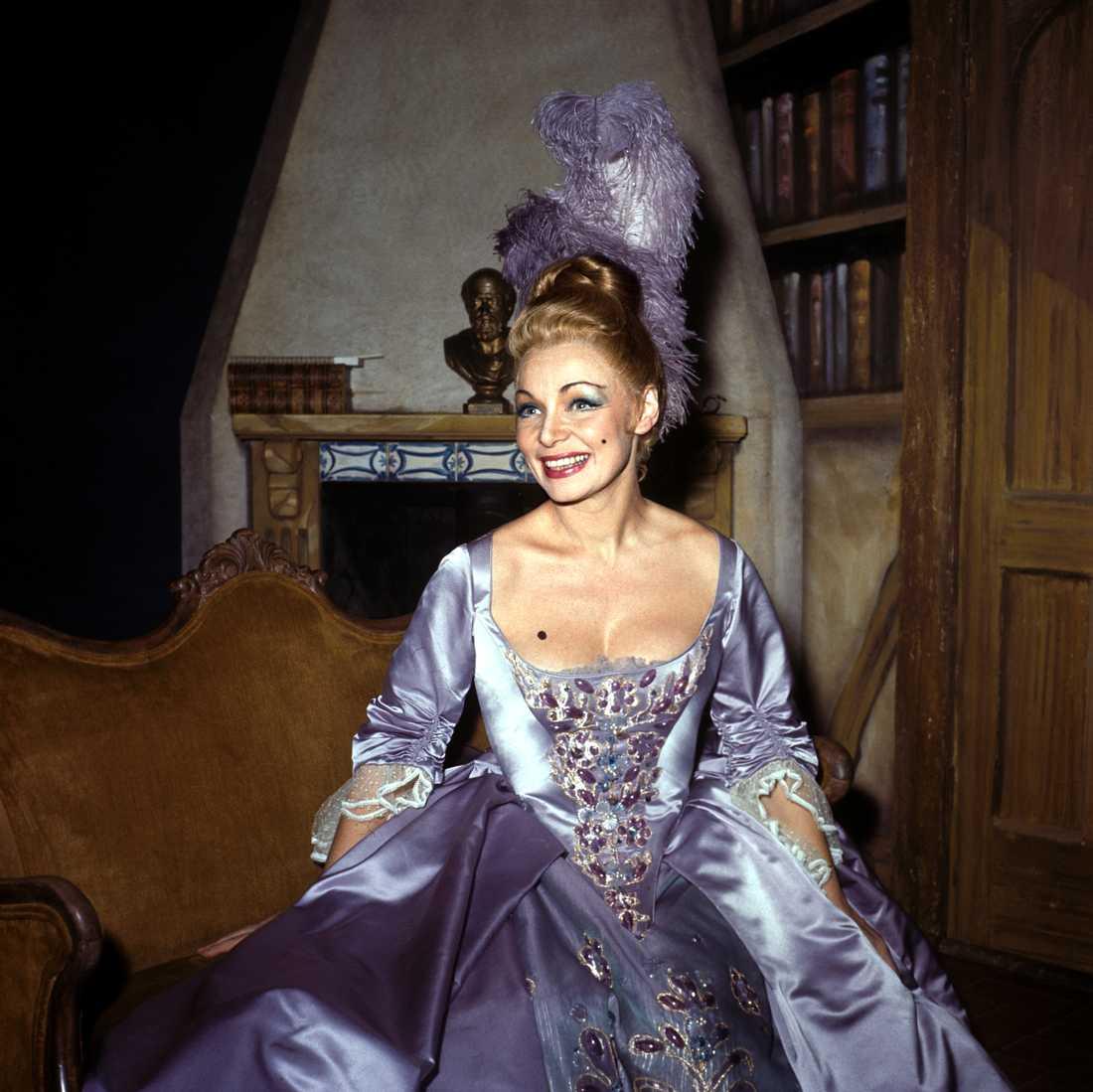 """Ulla Sallert på premiären av musikalen """"Ben Franklin i Paris"""" på Broadway i New York, 1964."""