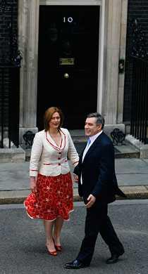 Hemma Gordon och Sarah Brown anländer till premiärministerbostaden.