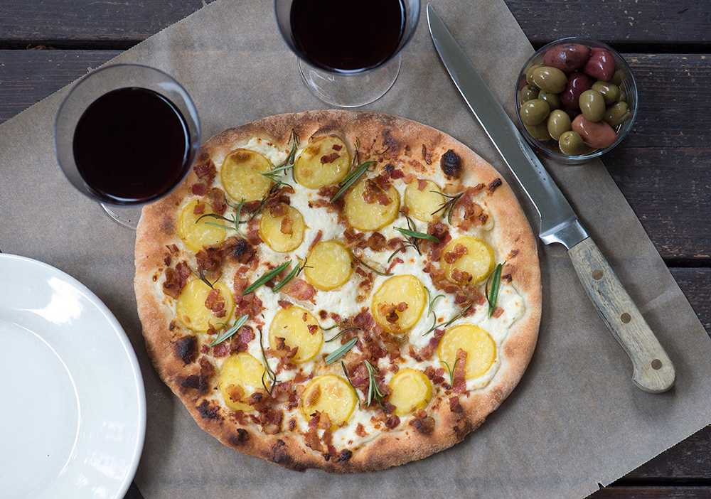 Potatispizza med pancetta och rosmarin.