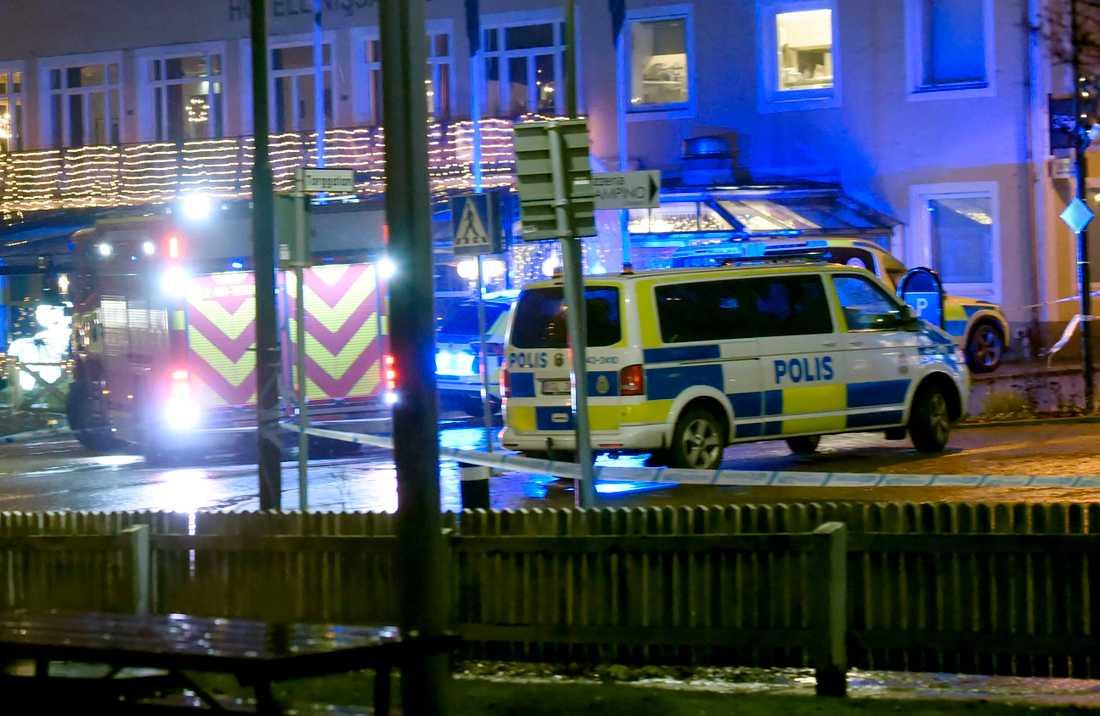 Enman ska ha skadats med tillhygge och dött på plats, enligt polisen.