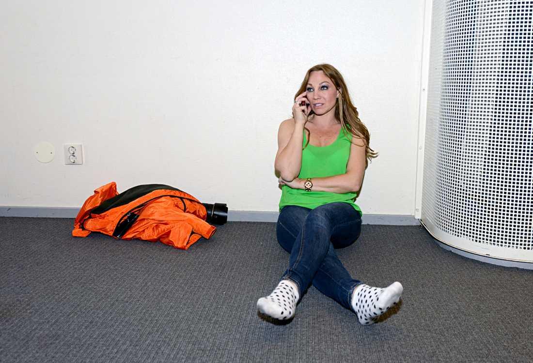 """Charlotte Perrelli brast i tårar när teamet tvingades ställa in kvällens emotsedda premiär av årets upplaga av """"Diggiloo"""""""