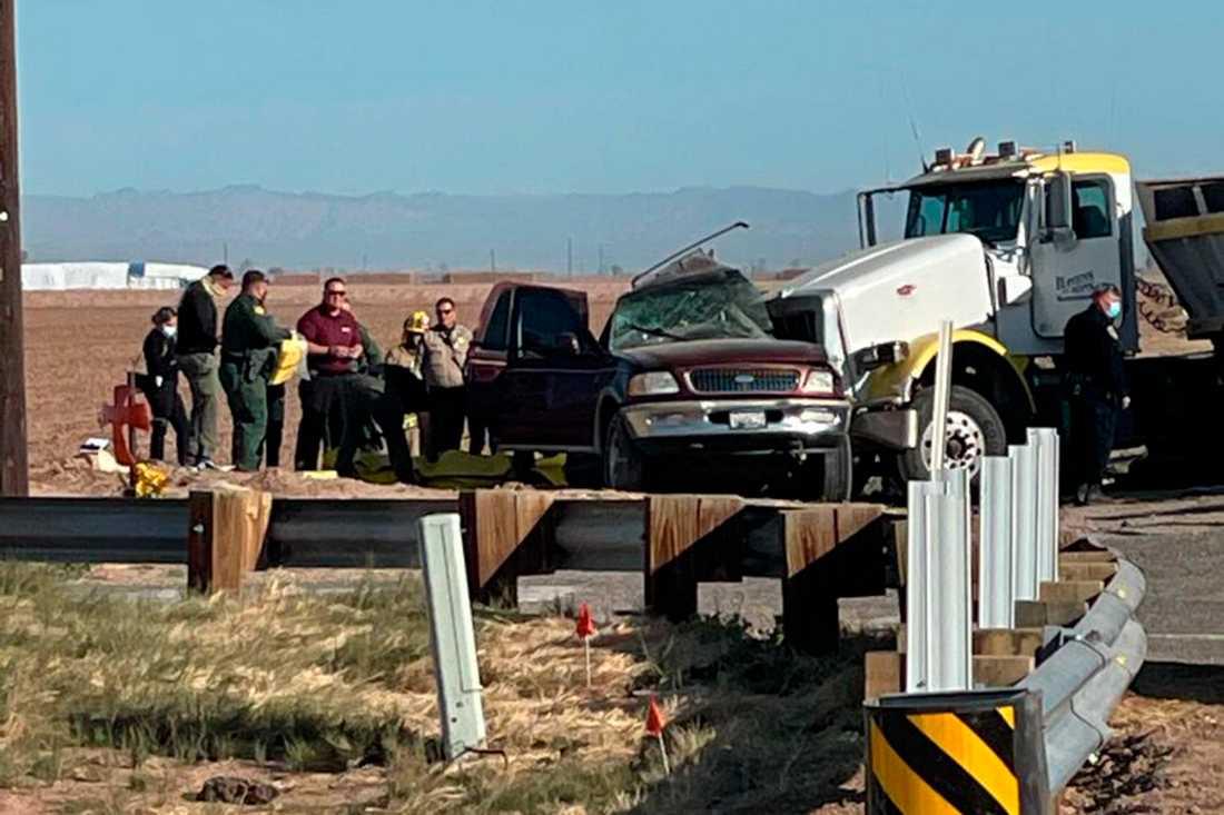 Minst 15 människor miste livet i en bilolycka i Kalifornien på tisdagen.