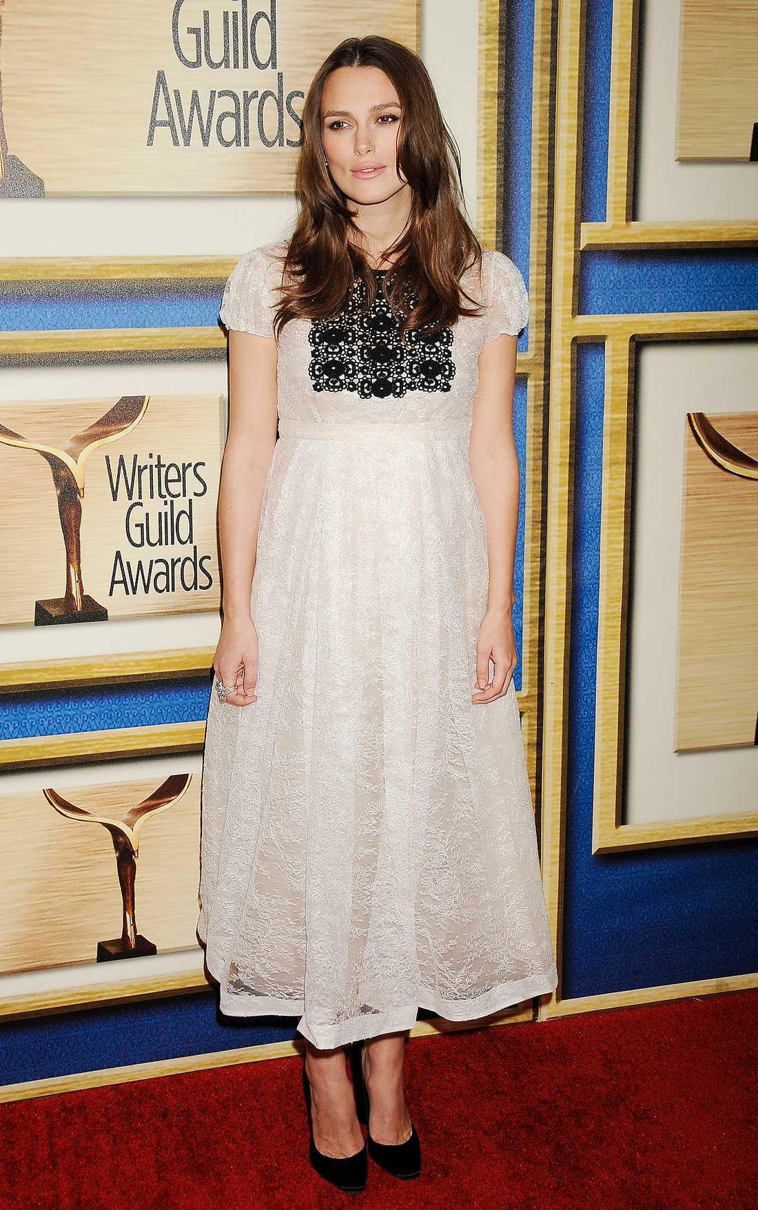 Keira Knightley Gravida Keira Knightley är finfin i spets på Writers Guild Awards i Los Angeles.