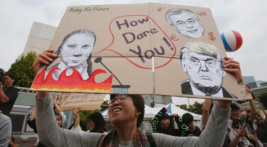 """""""How dare you"""" syntes på många skyltar världen över under fredagens klimatdemonstration."""