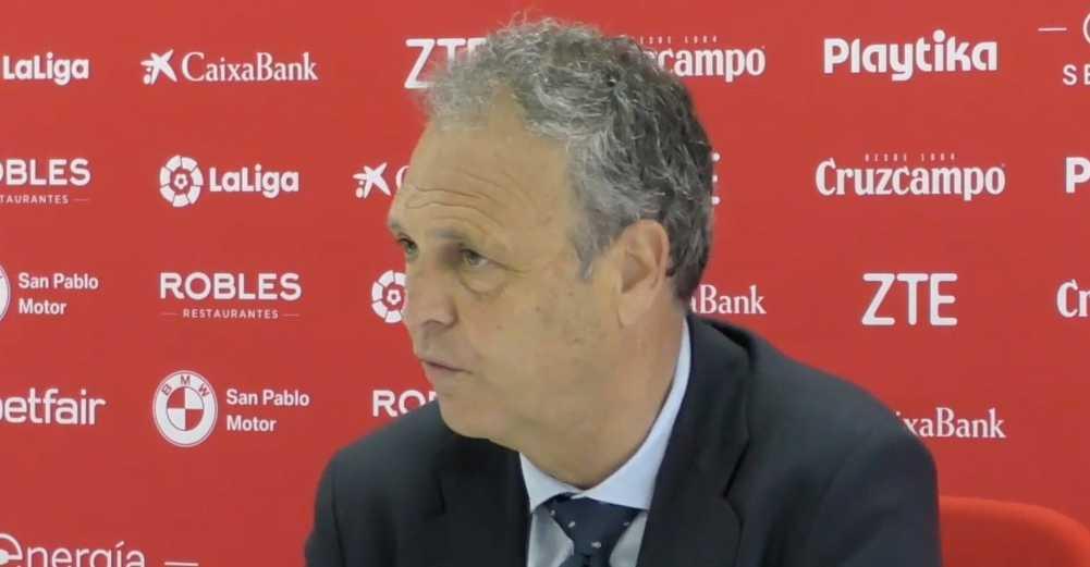 Sevillas tränare Joaquin Caparros meddelade på presskonferensen i går att han drabbats av Leukemi