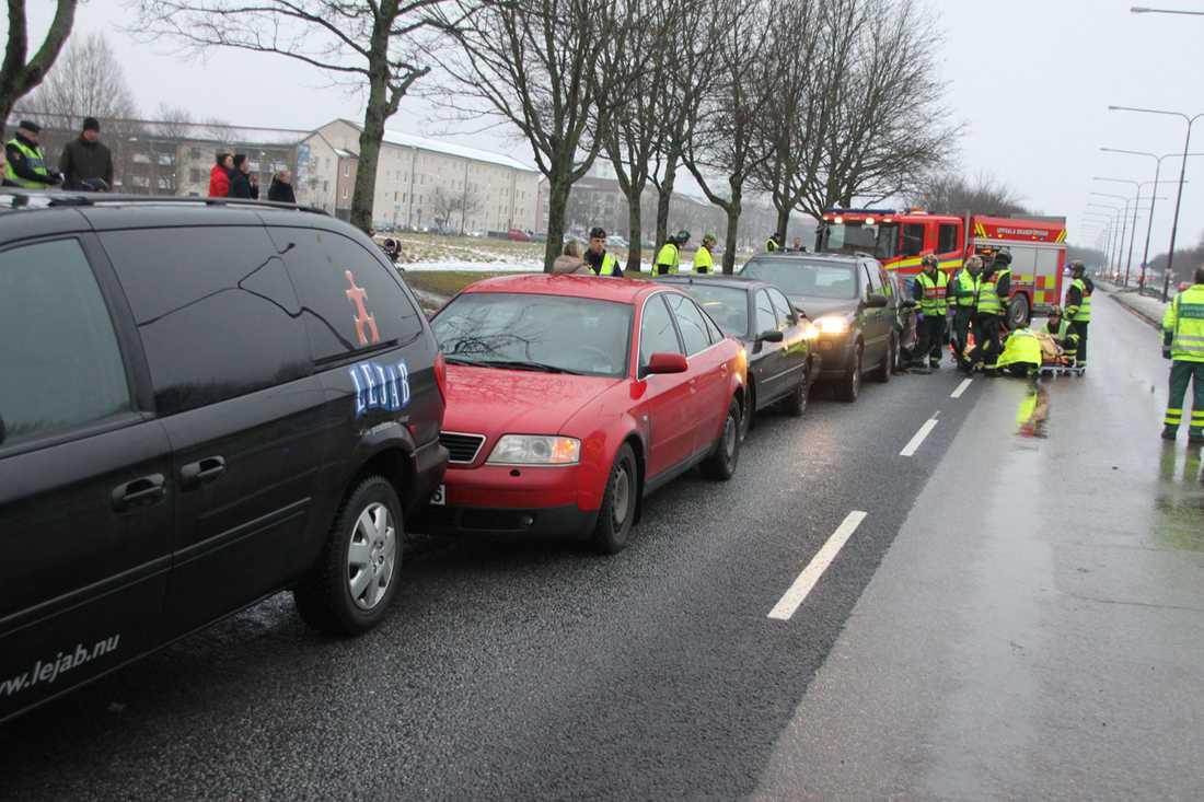 Fem bilar krockade i Uppsala.