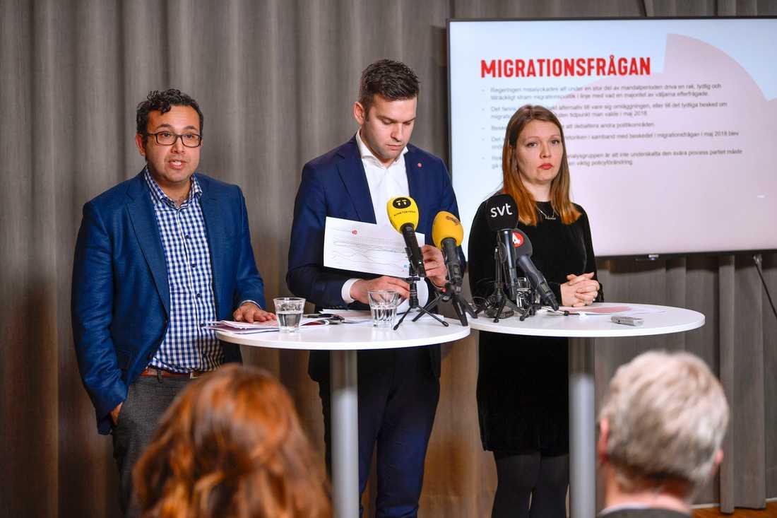 Migrationen och sjukvården var frågor som drog ner Socialdemokraternas valresultat, enligt Gabriel Wikström som lett arbetet med valanalysen. Här tillsammans med Marika Lindgren Åsbrink, utredningsstrateg på LO, och Luciano Astudillo stabschef för Socialdemokraterna i Malmö stadshus.