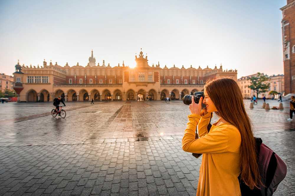 Krakow i Polen tillhör de hetaste resmålen. Staden lockar fler flygbolag och resenärer i år.